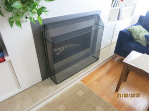 Simple but secure fireplace screen in black.